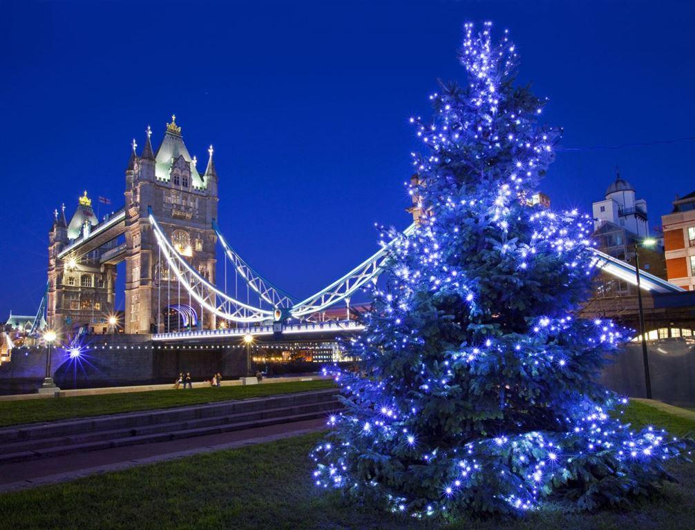 Adventní Londýn - Tower Bridge a vánoční světýlka