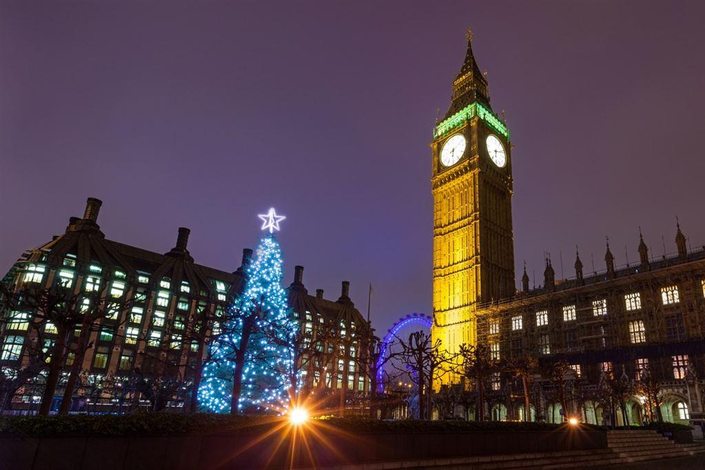Adventní Londýn - vánoční stromeček pod Big Benem