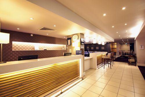 Londýn - hotel Holiday Inn Express Croydon - recepce